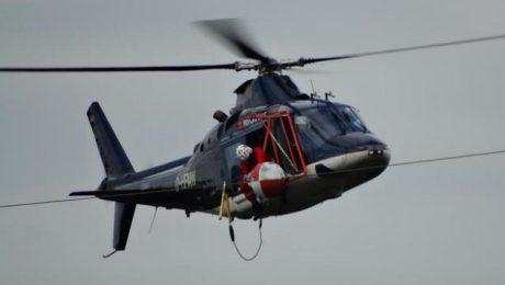 Um die Kugel zu reparieren, musste der Helikopter möglichst nah an die Leitung heranfliegen. Foto: René Werner (IDA News)